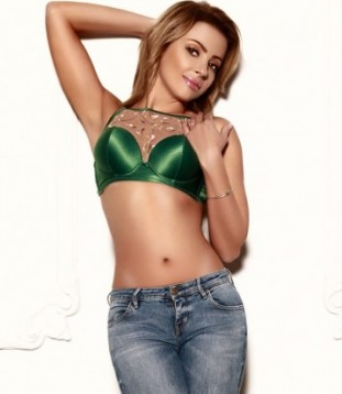 Escort Federica In Her Jeans And Green Bra