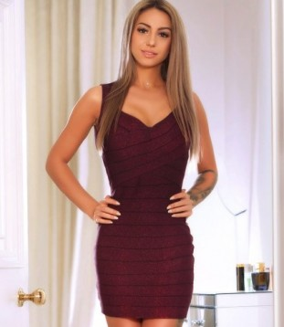 Sexy London Escort Lottie Showing Off Her Gorgeous Toned Figure